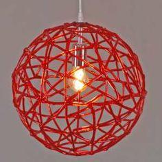 Lámpara colgante BIRDY 40 rojo - Una lámpara colgante muy decorativa, en color rojo con detalles cromados.