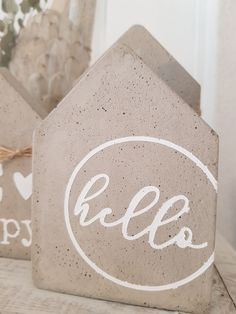 Diy Beton, Cool Diy, Decoration, Wood Signs, Concrete, Diy And Crafts, Home Improvement, Home And Family, Crafting