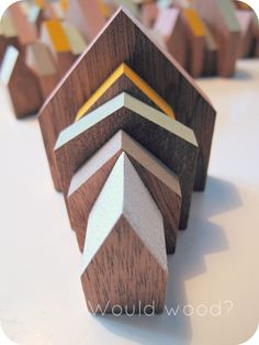 little wooden houses with painted roofs Scrap Wood Crafts, Wooden Crafts, Primitive Painting, Wood Games, Bird Houses, Wooden Houses, Wood Scraps, House Ornaments, Pallet Art