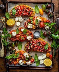 Crazy bruschetta recipe pesto on your favourite meals Vegetarian Recipes, Cooking Recipes, Healthy Recipes, Cooking Meme, Spinach Recipes, Bruschetta Recipe, Pesto Recipe, Good Food, Yummy Food