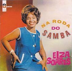 J'avoue qu'à chaque écoute d'un nouvel album d'Elza Soares, je savoure mon plaisir. Après les très bons O Samba e Elza Soares (1961), A Bossa Negra (1961) e Sambossa (1963), elle nous gratifie d'un excellent Na Roda Do Samba (1964). Toujours les mêmes...