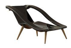 Fauteuil Bain de soleil 2 en 1. Ce transat design noir revêt deux fonctions. Une première position permet d'en faire un fauteuil jardin deco et confortable, la seconde lui confère le rôle de bain de soleil design ultra moderne.
