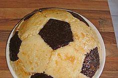 Fußball Charlotte mit Maulwurfkuchen - Füllung 250 ml sahne , 500 g quark, gelatine weglassen!