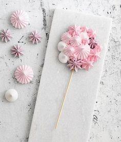 Cookies meringue baking new Ideas Meringue Pavlova, Meringue Desserts, Meringue Cookies, Lollipop Birthday, Lollipop Candy, Birthday Favors, Birthday Board, Unique Wedding Favors, Wedding Party Favors