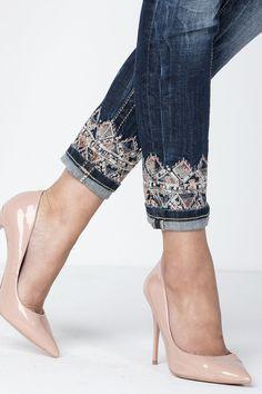 Clothes diy ideas fashion old jeans 53 trendy ideas Denim Fashion, Fashion Pants, Fashion Outfits, Womens Fashion, Mode Outfits, Trendy Outfits, Kleidung Design, Jeans Refashion, Mode Jeans