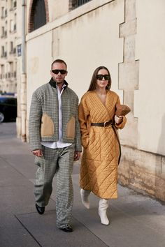 Paris Fashion Week Spring 2020 Attendees Pictures - Reality Worlds Tactical Gear Dark Art Relationship Goals Cool Street Fashion, Paris Fashion, Spring Fashion, Winter Fashion, Spring Street Style, Street Styles, New Fashion Trends, Daily Fashion, Capes