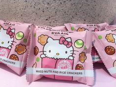 Book your tickets! There's a Hello Kitty jet and it's beyond cute. Taiwanese airline company EVA Air teamed up with toy manufacturer Sanrio. Cute Snacks, Cute Food, Hello Kitty Themes, Hello Kitty My Melody, Japanese Snacks, Heaven Sent, Mixed Nuts, Food Themes, Rilakkuma
