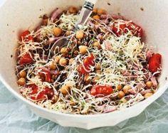 Warzywa i owoce w niebanalnych konfiguracjach. Czasem z wkładką (mięsną, rybną lub serową), czasem bez. Obowiązkowo z odrobiną oliwy. Na zdrowie!