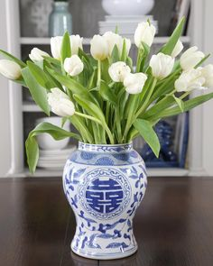 6 Smooth Clever Tips: Upcycle Vases Ideas vases decoration planters.Round Vases Home. Wall Vase, Blue White Decor, Blue And White Vase, Vase Arrangements, Blue Vase, Rustic Vase, White Decor, Chinese Vase, Vases Decor