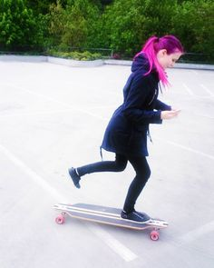 Instagram #skateboarding photo by @jezzx17 - #skatelife #skateboarding #skatergirl #skate #skateboard #longboarding #longboarder #pinkhair #violethair #purplehair #hairhighlights #colorhair #hairstyle #directions #blackclothes #darkclothes #friends #bestfirends #havefun #beautiful #beauty #female. Support your local skate shop: SkateboardCity.co