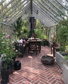 So beautiful in @victoriaskoglund ( creator of Zetas Garden ) greenhouse with our Reclaimed Herringbone terracotta. . . . . . . . . . . . .…