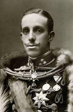 HM King Alfonso XIII of Spain (1886-1941), el que se fue a vivir la vida loca a París y que cortó la línea sucesoria de los Borbones en España.