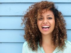 5 Effective Tips To Control And Calm Your Frizzy Hair
