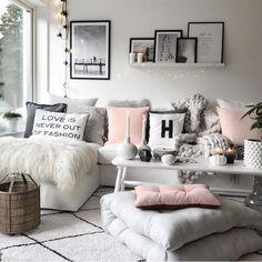 "Polubienia: 13.9 tys., komentarze: 61 – interior4all 💛 (@interior4all) na Instagramie: ""Good morning☕️Lovely livingroom by @mykindoflike 💛 . . . .…"""