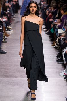 See the complete Zac Posen Fall 2016 Ready-to-Wear collection.