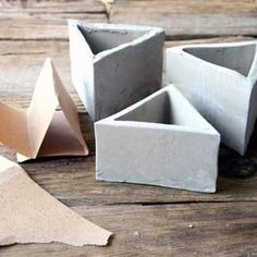 Cement vessels make yourself – look in and design your planters indi … - Trends Garden Decorations Concrete Crafts, Concrete Lamp, Concrete Projects, Concrete Planters, Mosaic Diy, Mosaic Garden, Beton Design, Cement Design, Diy Plaster