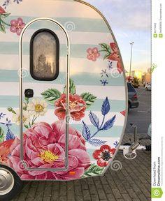caravan makeover 732468326873671152 - Glamper decorating ideas 49 Source by blackbearcampground Retro Caravan, Retro Campers, Camper Trailers, Vintage Campers, Vintage Rv, Vintage Motorhome, Caravan Ideas, Vintage Airstream, Rv Campers