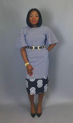 Noir et blanc mélange impression classique équipé de robe avec manches évasées. Très flatteur slim fit robe à imprimé africain Ankara pour un look élégant Fabriqué à partir de 100 % imprimé de wax vlisco authentique Équipé wax africain noir et blanc robe imprimée s'adapte en dessous