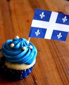 (And soon the July Canada day.it's like the Fourth of July! Fete Saint Jean, St Jean Baptiste, Holiday Cupcakes, White Cupcakes, Canada Day, 11th Birthday, Fourth Of July, July 1, Amazing Cakes