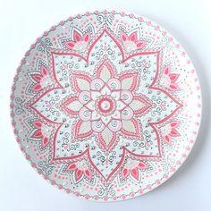 Изысканная декоративная тарелка ручной работы Малиновый Бисквит предназначена…