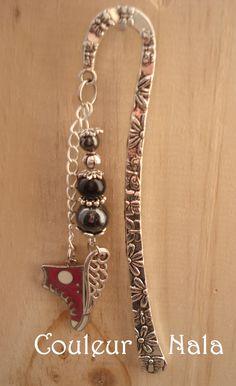 """Marque pages bijoux de 12cm en métal argenté, breloque """"converse"""" rose, perles hématite, verre et métal, breloque """"aile"""" : Marque-pages par couleur-nala"""