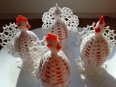 kurki szydełkowe  na jajka, kurki 2 Holiday Crafts, Holiday Decor, Crochet Collar, Easter Crochet, Christmas Ornaments, Diy, Crocheting, Home Decor, Picasa