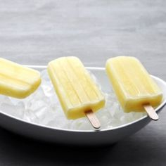 Cool off your little ones this summer with refreshing homemade popsicles. Recipes like fresh-squeezed pink lemonade pops and virgin pina colada pops are a great make-ahead treat for snack or dessert. Mini Desserts, Frozen Desserts, Frozen Treats, Keto Desserts, Weight Watcher Desserts, Healthy Muffins, Healthy Snacks, Healthier Desserts, Healthy Deserts