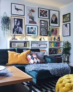 Small Living Rooms, Home Living Room, Apartment Living, Living Room Designs, Living Spaces, Apartment Ideas, Cozy Living, Living Room Gallery Wall, Living Room Wall Art
