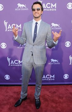 Luke Bryan ...  Who says country singers have to wear boots and cowboy hats? Apparently, someone forgot to give that memo to Luke Bryan, who sported a gray suit and shades.