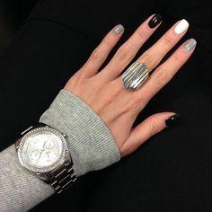 Elegant Nail art on gel nails Gray Nails, Black Nails, Love Nails, How To Do Nails, Pretty Nails, Fun Nails, Gray Nail Art, Black Polish, Uñas Fashion