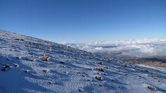 Piedras nieve y nubes Sierra Nevada