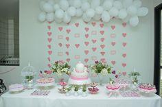 Confiram que fofura o Chá de Panela da Barbara, com tons de rosa claro, que foi preparado com muito amor pela mãe da noiva e suas madrinhas! Imperdível: