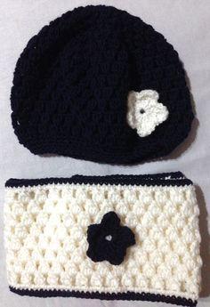 Sciarpa a collo (infinity scarf) e cappellino di lana per bimba di 2-3 anni. Realizzato ad uncinetto. Lunghezza sciarpa: 120 cm. Circonferenza testa: