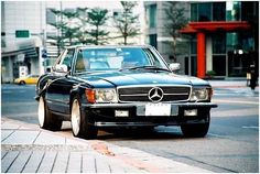 The Iconic Mercedes Endures! You've arrived on this page most likely because you are a fan of the Mercedes-Benz coupe/roadster. Mercedes Cabrio, Mercedes Slc, Mercedes Benz World, Ford Capri, Mercedes Classic Cars, Mercedez Benz, Convertible, Best Classic Cars, Classic Motors