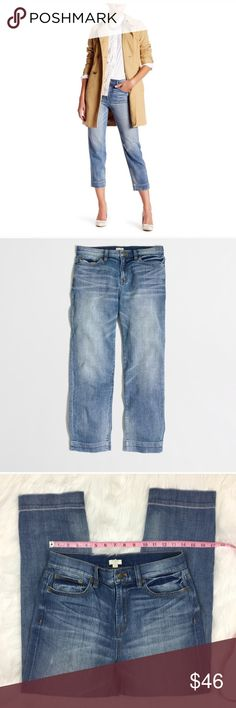 J.Crew Factory Harper Wash Cropped Straight Jeans J.Crew Factory Harper Wash Cropped Straight Jeans. Size 27 with 10' rise and 26' inseam. Pre-owned condition with basic wear. Does have factory distressing around the knee, front pocket, and back pocket.  ❌I do not Trade 🙅🏻 Or model💲 Posh Transactions ONLY J.Crew Factory Jeans Ankle & Cropped