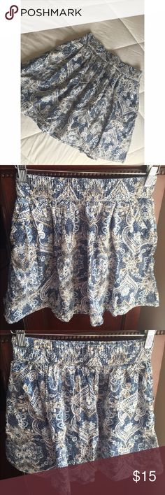 H&M Light Blue Floral Print Skirt With Pockets This beautiful skirt is in EUC! Worn only a couple times throughout the school year. No wear, tear, or stains! In absolute pristine condition. Colors are: blue, white, and tan. Size is US 6 and has pockets. So cute & gorgeous pattern!✨ H&M Skirts