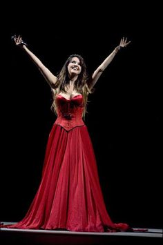 Want the dress AND a place to wear it! Sarah Brightman, Voice Singer, Music Of The Night, Celtic Music, Beautiful Voice, Beautiful Women, Cinema, Female, Formal Dresses