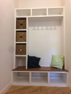 Easy DIY Mudroom Bench Ideas For Inspiration 38 Mudroom Bench Bench DIY easy Ide Mudroom Bench Bench DIY easy ide Ideas Inspiration Mudroom lockers with bench plans Alcove Storage, Bench With Storage, Storage Ideas, Hallway Storage, Shoe Storage, Ikea Furniture, Furniture Plans, Mudroom Bench Plans, Diy Bank