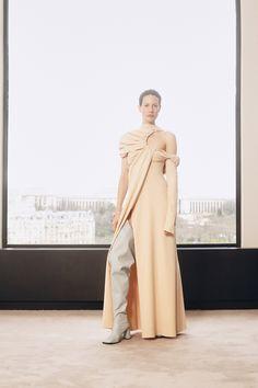 Ellery Fall 2020 Ready-to-Wear Fashion Show - Vogue Vogue Paris, Backstage, Vogue Online, Herringbone Coat, Fashion Silhouette, Vogue Australia, Fashion Show Collection, Mannequins, Autumn Winter Fashion