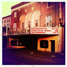Early morning marquee action at The Colonial Theatre