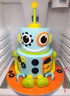 50 Most Beautiful looking Robots Cake Design that you can make or get it made on the coming birthday. Alien Cake, Robot Cake, Toddler Birthday Cakes, 5th Birthday Cake, Cake Designs For Kids, Little Boy Cakes, Biscuit Decoration, Birthday Cake Decorating, Toddler Girls