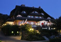 Haus Namenlos am späten Abend. #Romantik #Hotel #Namenlos #Ahrenshoop