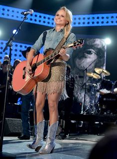 Miranda Lambert is a queen of country.and a queen of fringe! Check out these ten fabulous fringe looks that the Texas singer has rocked. Miranda Lambert News, Miranda Lambert Photos, Miranda Blake, Blake Shelton And Miranda, Country Girl Style, Country Girls, My Style, Country Singers, Country Music