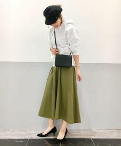 優秀なカーキフレアスカート!品良く仕上がる嬉しい一枚 ハリ感のある前後差アシンメトリーなスカート!フワッと広がるけどどこか品良く仕上がるのが嬉しいアイテム^ ^