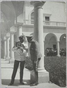 Imperador Nicolau II com o general Voeikov, no Palácio de Livadia.
