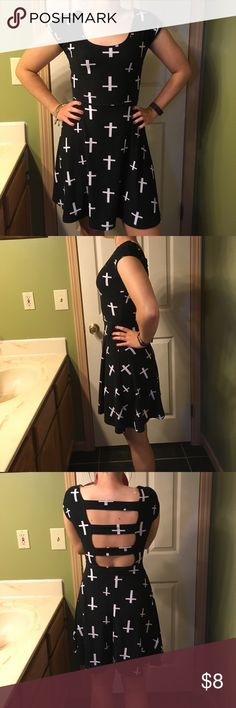 RUE 21 M knit dress.Cute! Black/white,open back Black and white pattern  knit,  dress. Very cute, small hole in seam. Easily fixed size M. Rue 21 Dresses