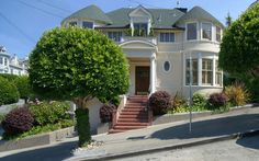 Mrs. Doubtfire's House || 2640 Steiner Street, San Francisco ||| https://stevegothelf.com/properties/2640-STEINER-street/