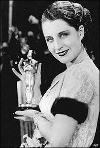 """Actress Norma Shearer poses with her Oscar at the Academy Awards banquet in the Fiesta Room, Ambassador Hotel in Los Angeles, Ca. Shearer won for the best performance given by an actress for the movie """"The Divorce. The First Academy, First Academy Awards, Academy Award Winners, Oscar Winners, Oscar Academy, Golden Age Of Hollywood, Hollywood Stars, Classic Hollywood, Old Hollywood"""