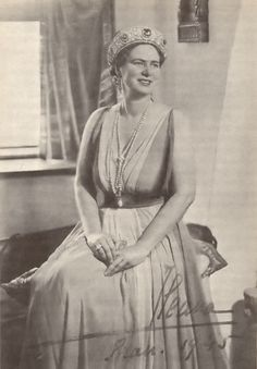 Marie's daughter, Ileana of Romani, inherited her mother's Cartier tiara.
