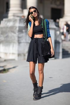Good call, Lais Ribiero. Love what you did there with that crop top and shorts combo. So breezy, even in all black.